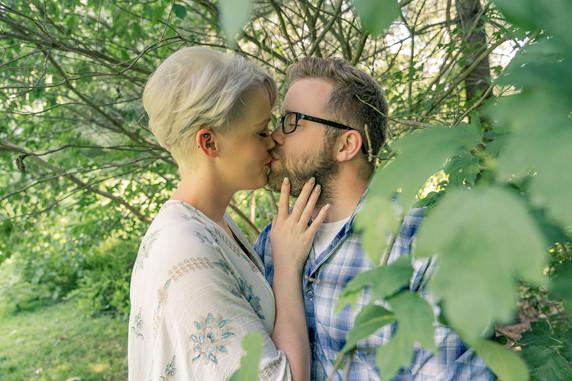 Indianapolis Wedding Photographer Emma Males - kissing couple