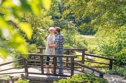 Indianapolis Wedding Photographer Emma Males - beautiful couple and engagement poses