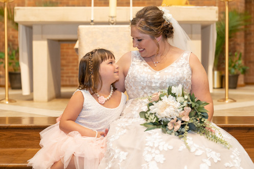Indianapolis Wedding Photographer Emma Males - bride and flower girl