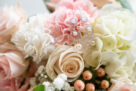 wedding details, ear rings and flowers
