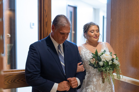 Indianapolis Wedding Photographer Emma Males - bride and dad before walking down aisle