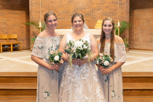 Indianapolis Wedding Photographer Emma Males - bride and bridesmaids