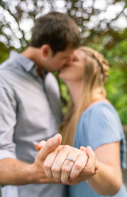 Indianapolis Wedding Photographers | Engagement Session by Emma Males Photography at Newfields in Indianapolis