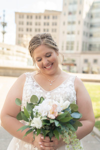 Indianapolis Wedding Photographer Emma Males - bride downtown indianapolis