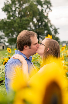Indianapolis Wedding Photography - couple kissing