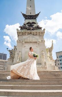 Indianapolis Wedding Photographer Emma Males - bride on monument circle