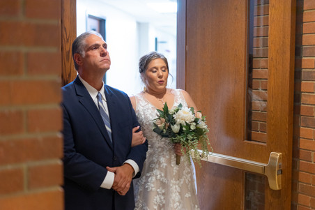 Indianapolis Wedding Photographer Emma Males - bride and dad walking down aisle