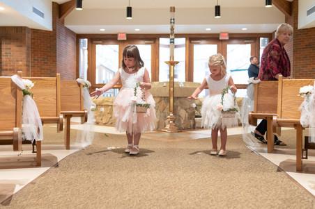 Indianapolis Wedding Photographer Emma Males - flower girls walking down aisle