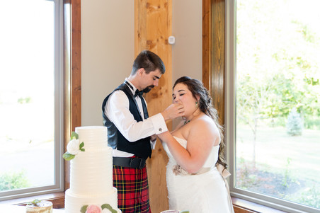 Indianapolis Wedding Photographer - cake cutting