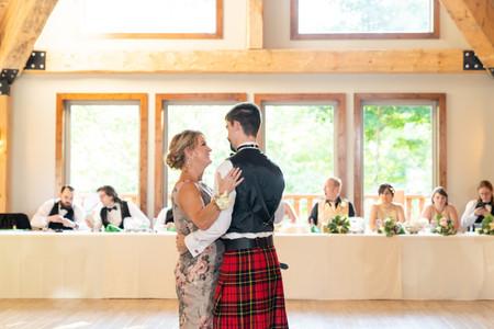 Indianapolis Wedding Photographer - dance with mom