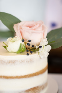 Wedding Cake Detail Shot - www.emmamalesweddingphotography.com