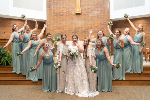 Indianapolis Wedding Photographer Emma Males - bride and bridesmaids in church