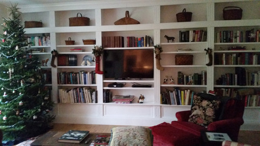 Floor to ceiling wall unit