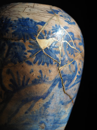 Persian Safavid Fritware vase with Golden Joinery