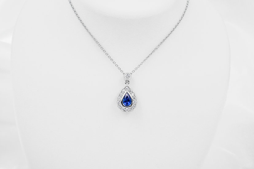 18K White Gold Pear Shaped Saphire Pendant
