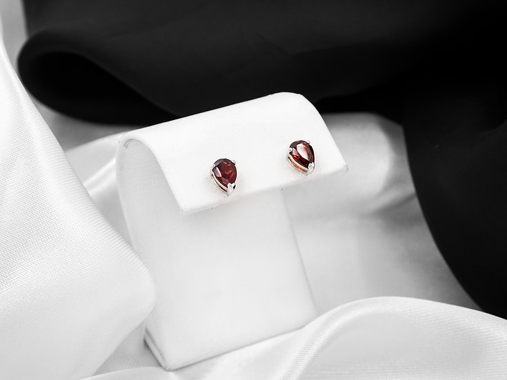 14K White Gold Pear Shaped Garnet Stud Earrings