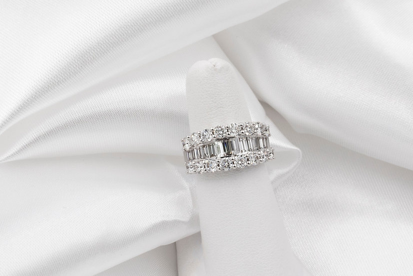18K White Gold 2.12cttw Round Baguette Diamond Band