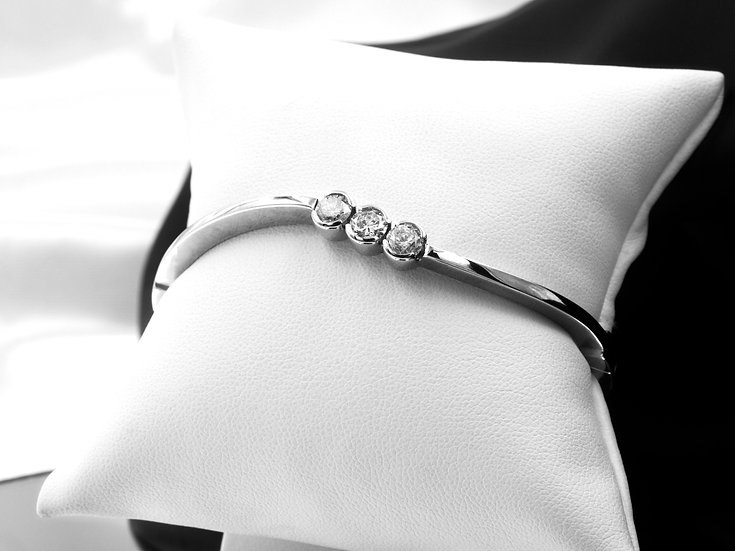 14K White Gold Three Round Diamond Bangle Bracelet