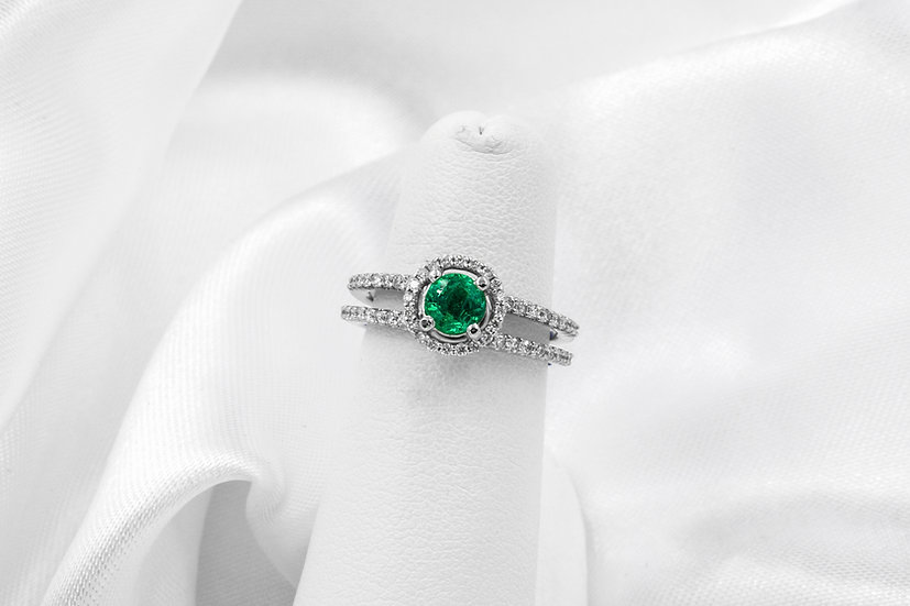 14k White Gold 5mm Round Emerald Diamond Ring