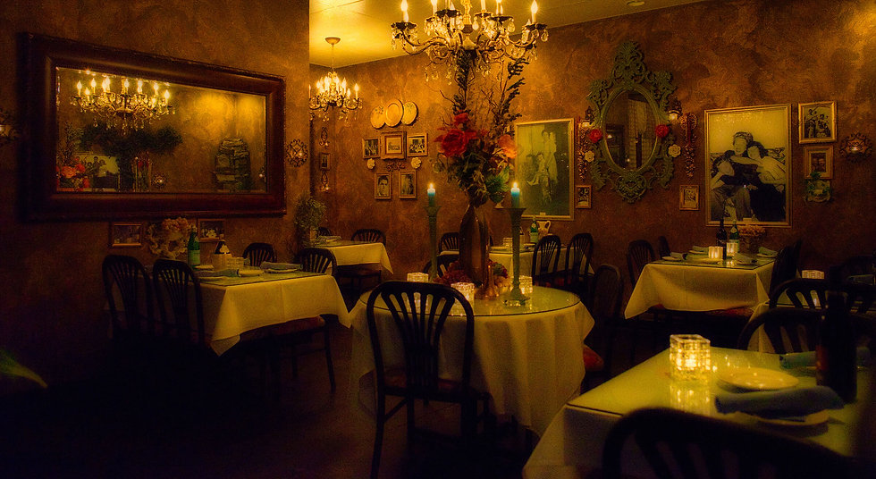 Vinny's Italian Kitchen is a place to enjoy the best Italian food in a romantic old world environment. Voted best Italian restaurant 10 years in a row in Southern Oregon