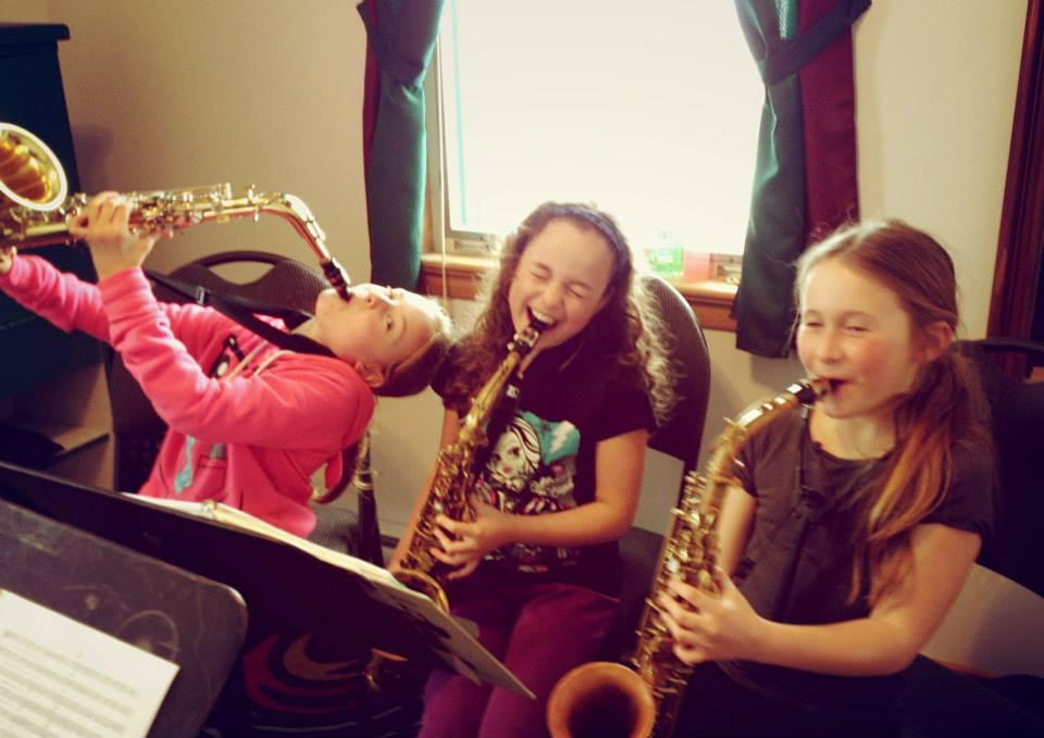 Petites saxophonistes sur le party!