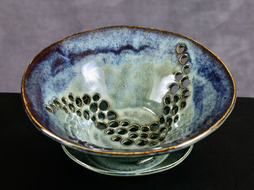 Berry bowl in blue