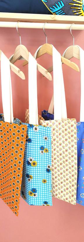Tote bags vintages seventies