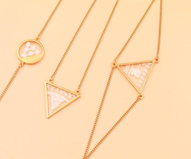 Bracelets et collier 2.jp
