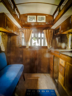 El Interior de la caravana de BP y Olave