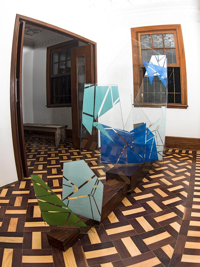 RITMO, 2016 - 200X300X100cm - Serigrafia sobre vidro e dormentes