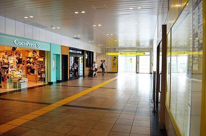 JR西船橋駅改札を出たら左方向へ。