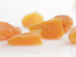 Natural fruit fibres for confectionery fruit products, preventing caking and creating texture