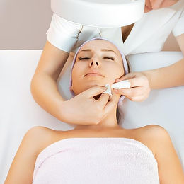 Microdermabrasion-and-deep-pore-cleansin