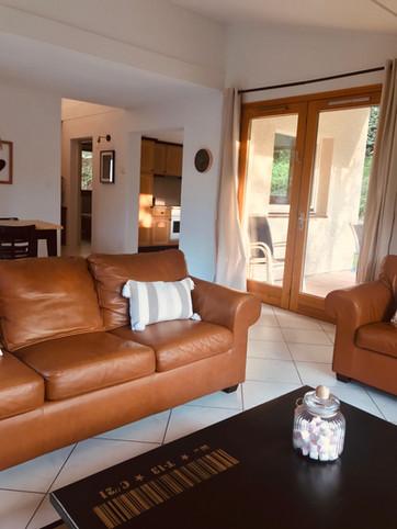 SALON La Villa 103-maison de charme vacances Gers villa avec piscine 6 pers