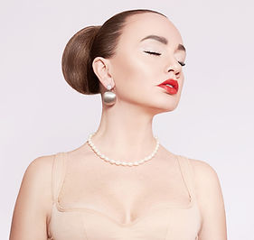 beautiful-woman-pearl-necklace-gold-earr