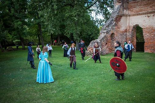 troupe combat costumes médiéval grand siècle rapière épée lance bouclier