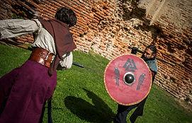 combat médiéval lance bouclier