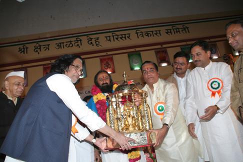Sri Sri Ravi Shankar, spiritual leader