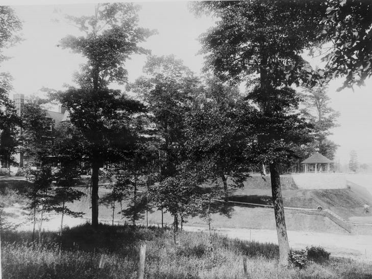 Glenmere with view of the Lakehouse