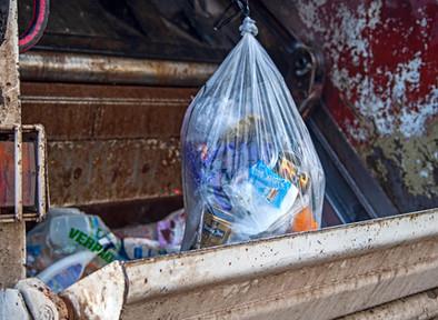 Apa Kata Pemerintah Kita Tentang Larangan Plastik Sekali Pakai ft. KLHK