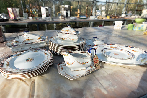 246. Set of Coronaware, 10 Dinner Plates, 5 Salad Plates, Sauce Boat and Stand,