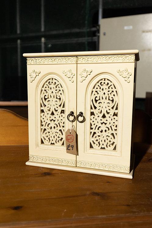415. Jewellery / Toiletries Cabinet