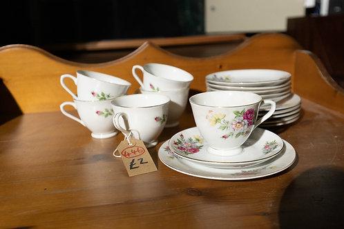 446. China Tea Set, 6 x Cups, 6 x Saucers, 6 x Plates.