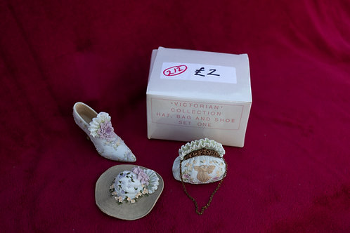 212. Hat, Shoe and HandbagOrnament.