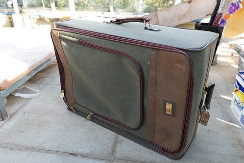 475. Suitcase