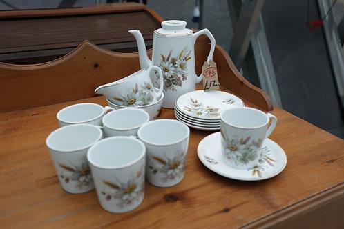 545. Retro Tea Set, 6 x Cups, 6 x Saucers, Milk Jug, Sugar Bowl and Tea Pot.