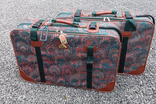 581. Pair of Matching Suitcases.