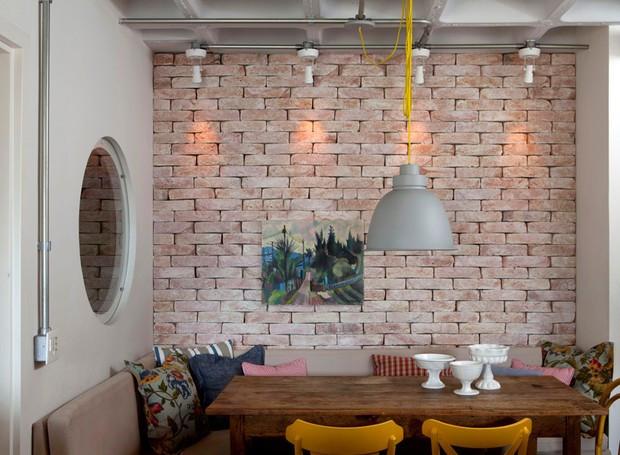 casa-sala-de-jantar-tijolos-sofa-arquiteto-maicon-antoniolli