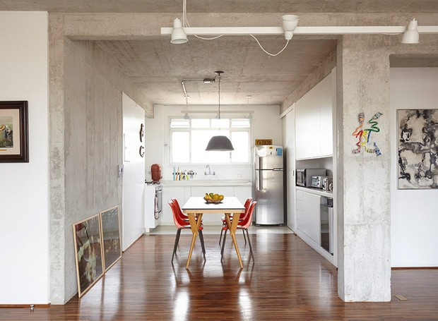 apartamento-arquitetos-flavia-torres-pedro-ivo-freire-_sub-estudio-isabel-nassif-renata-pedrosa-sala-de-jantar-industrial