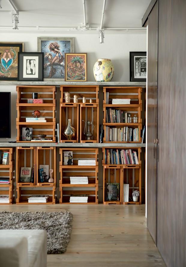 apartamento-decoracao-estudio-vitor-penha-estilo-industrial-concreto-aparente-estante-caixotes
